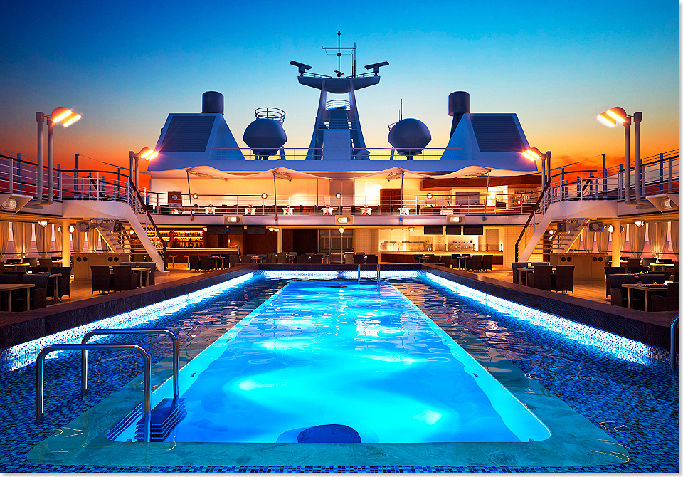 17301 SILVER MUSE 8 Foto Silversea Cruises Pool Night