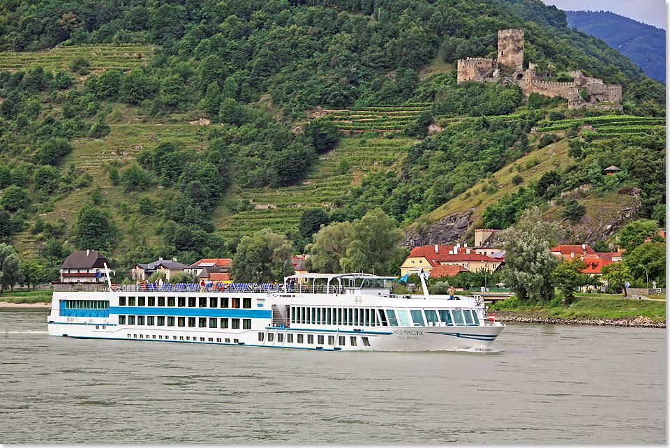 AuBergewohnlich Die MS ROUSSE PRESTIGE Auf Der Donau Mit Der Burgruine Hinterhaus Nahe  Spitz In Der Wachau